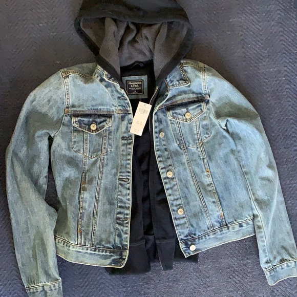 ABERCROMBIE JEAN JACKET (CANT FIND ANYWHERE)